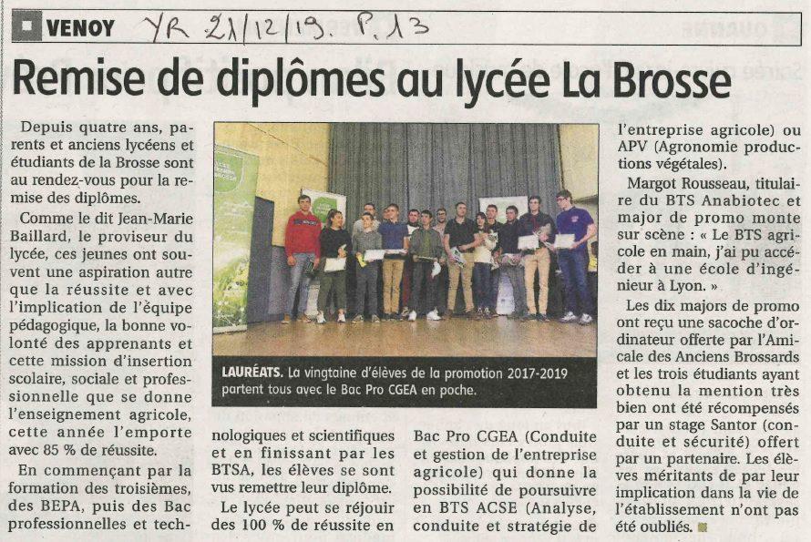 Remise de diplômes au lycée La Brosse.jpg